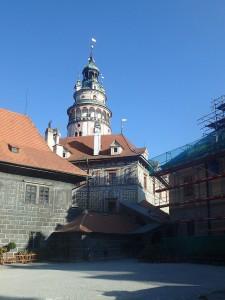 Sgrafitto-Gebäude mit Schlossturm