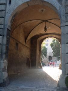Zugang zum ersten Schlosshof