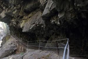 Der in den Fels gesprengte Weg
