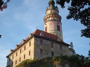 Sgraffitto-Gebäude und der Schlossturm