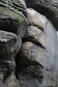 Felswand mit Spalten