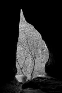 Blick durch ein Felsentor