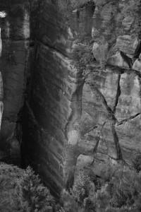 Risse in einer Felswand