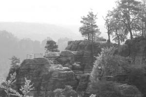 Blick von der Brücke auf die Felsenburg