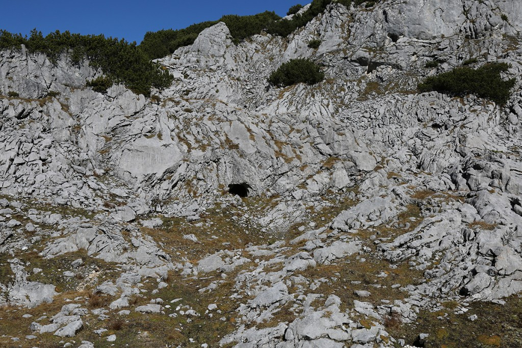 Blick zur Biwakhöhle